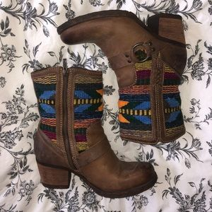 *LIKE NEW* BORN Leather boots with blanket print